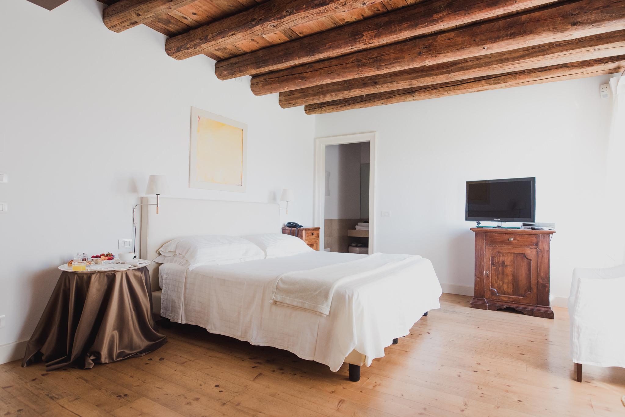 Camere Relais Corte Guastalla soggiorni vicino al Lago di Garda e ...